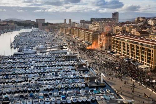 , Indigne Toit : Une exposition hommage aux délogés de Noailles sur la mairie de Marseille, Made in Marseille