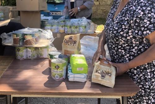 """, À Saint-Antoine, """"les femmes du plan d'Aou en action"""" distribuent 250 colis alimentaires, Made in Marseille"""
